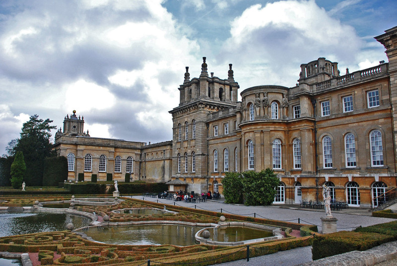 Oxfordshire Christmas tour travel to Blenheim Palace